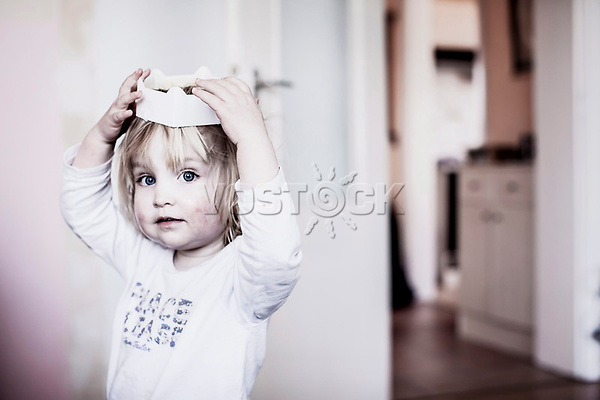 Prinzessinnenspiel eines kleinen Maedchens, HartzIV, Bochum<br /> <br /> <br /> *** HighRes auf Anfrage *** Voe nur nach Ruecksprache mit dem Fotografen *** Sonderhonorar ***<br /> <br /> Engl.: Europe, Germany, Bochum, unemployment benefit, Hartz IV, unemployed, unemployment, poverty, poor, social benefits, child, girl playing princess, portrait, 28 March 2012<br /> <br /> ***Highres on request***publication only after consultation with the photographer***special fee***