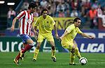 Atletico de Madrid's Raul Garcia against Villareal's Santi Cazorla during La Liga match, March 15, 2009. (ALTERPHOTOS/Alvaro Hernandez).