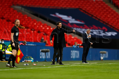 1st November 2020; Wembley Stadium, London, England; Womens FA Cup Final Football, Everton Womens versus Manchester City Womens; Manchester City Women Head Coach Gareth Taylor shouting instructions to his players from the touchline