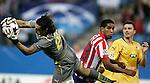 Atletico de Madrid's Cleber Santana against Apoel's Dionisios Chiotis during UEFA Champions League match. September 15, 2009. (ALTERPHOTOS/Alvaro Hernandez).