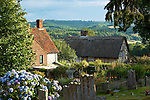 Great Britain, England, East Sussex, Burwash: View over cottages to Brightling | Grossbritannien, England, East Sussex, Burwash: Cottages - Landhaeuser