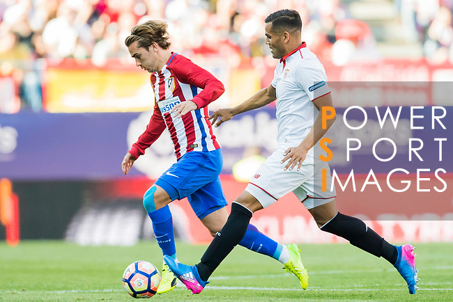 Antoine Griezmann of Atletico de Madrid competes for the balunwith Gabriel Mercado of Sevilla FC during their La Liga match between Atletico de Madrid and Sevilla FC at the Estadio Vicente Calderon on 19 March 2017 in Madrid, Spain. Photo by Diego Gonzalez Souto / Power Sport Images