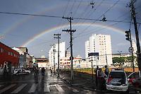 SAO PAULO, SP, 14 Janeiro 2012.Arco iris aparece na regiao da cracolandia no final da tarde de hoje  .  (FOTO: ADRIANO LIMA - NEWS FREE)