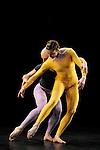 DUETS....Choregraphie : CUNNINGHAM Merce..Mise en scene : CUNNINGHAM Merce..Compositeur : CAGE John..Decor : LANCASTER Mark..Lumiere : LANCASTER Mark SHALLENBERG Christine..Avec :..COLLWES Brandon..WEBER Andrea..Lieu : Theatre de la Ville..Ville : Paris..Le : 20 12 2011 © Laurent Paillier / photosdedanse.com<br /> All rights reserved