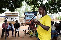 UGANDA, Arua, Radio Pacis, Aufnahme community voices im  Dorf Onduparaka