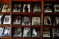 NEPAL Kathmandu, tibetan refugees, Tibetan Refugee Welfare Office, documentation center, images of HHDL Dalai Lama / tibetische Fluechtlinge, tibetische Exilregierung mit dem Namen Tibetan Refugee Welfare Office, Dokumentationszentrum, Bilder des HHDL Dalai Lama