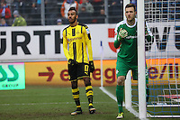 Torwart Michael Esser (SV Darmstadt 98) gegen Pierre-Emerick Aubameyang (Borussia Dortmund)- 11.02.2017: SV Darmstadt 98 vs. Borussia Dortmund, Johnny Heimes Stadion am Boellenfalltor