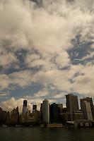 NEW YORK-NY-06-05-2012. Obreros trabajan en la construcción de los rascacielos que reemplazarán a Las Torres Gemelas en Nueva York, desaparecidas tras el atentado del 11 de septiembre de 2001. Employees work in the construction of the skyscrapers that will replace the Twin Towers in New York, disappeared after attacks of September 11, 2001 (Photo: VizzorImage/Luis Ramirez)...