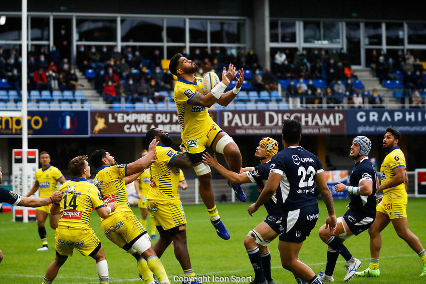 Sitaleki TIMANI of Clermont and Peni RAVAI of Clermont during the Top 14 match between Clermont and Agen on October 3, 2020 in Clermont-Ferrand, France. (Photo by Romain Biard/Icon Sport) - Stade Marcel Michelin - Clermont Ferrand (France)