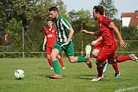 Koray Cetincelik (Klein-Gerau, l.) gegen Moritz Diehl (Bauschheim) - 15.08.2021 Büttelborn: SV Klein-Gerau vs. SKG Bauschheim, A-Liga