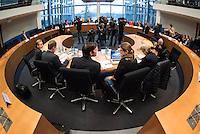 2. NSU-Untersuchungsausschuss dees Deutschen Bundestag.<br /> Aufgrund vieler Ungeklaertheiten und Fragen sowie vielen neuen Erkenntnissen ueber moegliche Verstrickungen verschiedener Geheimdienste in das Terror-Netzwerk Nationalsozialistischen Untergrund (NSU) wurde von den Abgeordneten des Bundestgas ein zweiter Untersuchungsausschuss eingesetzt.<br /> Am Donnerstag den 17. Dezember fand die 1. oeffentliche Sitzung des 2. NSU-Untersuchungsausschuss des Deutschen Bundestag statt.<br /> Im Bild vrnl.: Die Sachverstaendigen Prof. Barbara John, Vorsitzende des Paritaetischen Wohlfahrtsverbandes und fruehere Berliner Auslaenderbeauftragte, die Politologin und Journalistin Andrea Roepke, der Journalist und Autor Dirk Laabs, Ministerialdirigent Frank Niehoerster, Abteilungsleiter Polizei im Innenministerium von Mecklenburg-Vorpommern und NRW-Verfassungsschutzchef Burkhard Freier.<br /> 17.12.2015, Berlin<br /> Copyright: Christian-Ditsch.de<br /> [Inhaltsveraendernde Manipulation des Fotos nur nach ausdruecklicher Genehmigung des Fotografen. Vereinbarungen ueber Abtretung von Persoenlichkeitsrechten/Model Release der abgebildeten Person/Personen liegen nicht vor. NO MODEL RELEASE! Nur fuer Redaktionelle Zwecke. Don't publish without copyright Christian-Ditsch.de, Veroeffentlichung nur mit Fotografennennung, sowie gegen Honorar, MwSt. und Beleg. Konto: I N G - D i B a, IBAN DE58500105175400192269, BIC INGDDEFFXXX, Kontakt: post@christian-ditsch.de<br /> Bei der Bearbeitung der Dateiinformationen darf die Urheberkennzeichnung in den EXIF- und  IPTC-Daten nicht entfernt werden, diese sind in digitalen Medien nach §95c UrhG rechtlich geschuetzt. Der Urhebervermerk wird gemaess §13 UrhG verlangt.]