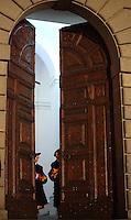 Alle ore 20,00, orario previsto per la fine del Pontificato di Papa Benedetto XVI, le Guardie Svizzere chiudono il portone del Palazzo Pontificio a Castel Gandolfo. 28 febbraio 2013.<br /> At 8,00 pm, after the end of Pope Benedict XVI Pontificate, Swiss Guards close the Pontifical Palace's main door in Castel Gandolfo. 28 February 2013.<br /> UPDATE IMAGES PRESS/Isabella Bonotto<br /> STRICTLY ONLY FOR EDITORIAL USE