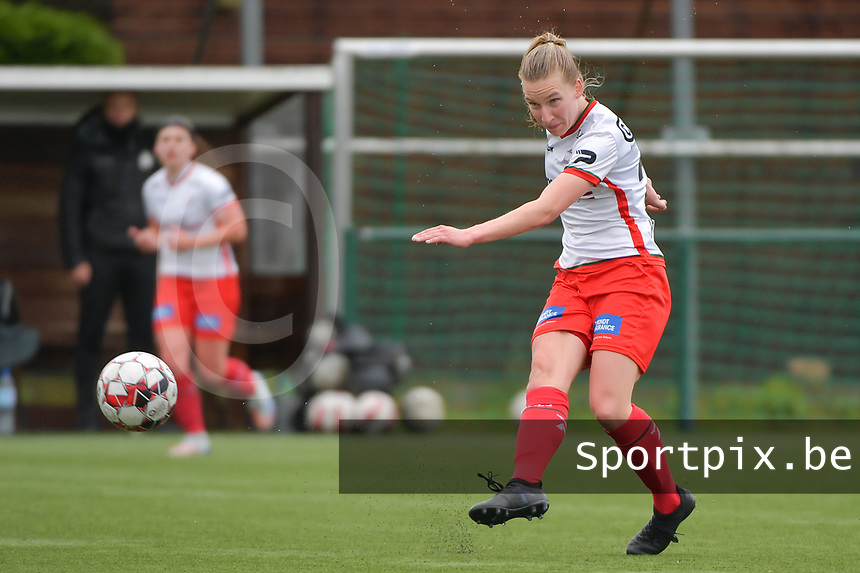 Laura Vervacke (20) of Zulte Waregem  pictured during a female soccer game between SV Zulte - Waregem and Eendracht Aalst on the 9 th matchday in play off 2 of the 2020 - 2021 season of Belgian Scooore Womens Super League , saturday 22 nd of May 2021  in Zulte , Belgium . PHOTO SPORTPIX.BE   SPP   DIRK VUYLSTEKE