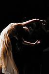 ROMEO ET JULIETTE OU L AMOUR FOU..chorégraphie Joëlle Bouvier..assistants à la chorégraphie Rafael Pardillo, Emilio Urbina..sur une musique de Sergueï Prokofiev..scénographie Rémi Nicolas, Jacqueline Bosson..costumes Philippe Combeau..lumières Rémi Nicolas..Compagnie : Ballet du Grand Théâtre de Genève..Avec :..Sara Shigenari : Juliette..Lieu : Theatre National de Chaillot..Ville : Paris..Le : 06 04 2011..© Laurent Paillier / photosdedanse.com..All rights reserved