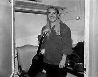 Felix Leclerc<br /> dans sa loge, le  2 décembre 1967<br /> <br /> Photographe : Photo Moderne<br /> - Agence Quebec Presse