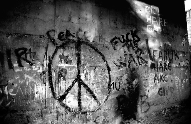 BOSNIA-HERZEGOVINA, Sarajevo, March 2003..10 years after the end of the war, I came for the first time in Sarajevo. I have in mind the images of the besieged city. The daily death, the impotence and the guilty inaction of the international community, the sad spectacle of a war in Europe. 10 years later, I walk the streets obsessed with the scars of war..Graffiti for the peace..BOSNIE-HERZEGOVINE, Sarajevo, Mars 2003..10 ans après la fin de la guerre, j'arrive pour la première fois à Sarajevo. J'ai encore en tête les images de la ville assiégée. La mort quotidienne, l'impuissance voire l'inaction coupable de la communauté internationale, le spectacle désolant d'une guerre en Europe. 10 après, je déambule dans les rues obsédé par les stigmates de la guerre..Graffiti pour la paix..© Bruno Cogez