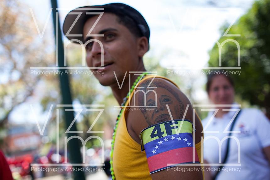 CARACAS - VENEZUELA 08-03-2013, Un joven luce en su brazo un tatuaje de Chávez durante el funeral de estado. El lider y  presidente de Venezuela, Hugo Chávez Frías, falleció el pasado martes 5 de marzo de 2013 a causa de un cancer a la edad de 58 años./ A young wears a tatto of Chavez during the sate funeral. The leader and president of Venezuela, Hugo Chavez Frias who died by cancer the past March 5th of 2013 at the age of 58. Photo: VizzorImage / CONT