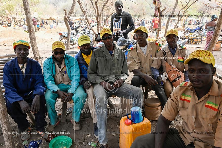 MALI, Kayes, Sadiola, artisanal gold mining Camp SIRIMANA, camp police / Klein-Goldbergbau, Lagerpolizei