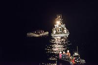 Die Sea Watch-2 Crew war am Freitag den 21. Oktober 2016 in den fruehen Morgenstunden waehrend ihrer 13. SAR-Mission vor der libyschen Kueste zu einer Position ausserhalb der 12 Meilenzone gerufen worden. Es war ein Fluechtlingsschlauchboot gesichtet worden. Als die Sea Watch-2 dort eintraf sah sie ca. 150 Menschen zusammengepfercht in einem ueberfuellten Schlauchboot sitzen. Eine Versorgung der Menschen auf dem Fluechtlingsschlauchboot mit Rettungswesten durch die Rettungs Boote der Sea Watch-2 wurde von der libyschen Kuestenwache unterbunden. Ein Soldat der Kuestenwache enterte das Schlauchboot vom Bug und machte sich dann an dem Aussenbordmotor zu schaffen. Auf dem Weg dahin schlug und trat er die Gefluechteten ein. Nach einigen Minuten entfernte sich das Boot der Kuestenwache. Dann verlor der Bug des Schlauchbootes seine Luft und es brach Panik bei den Gefluechteten aus. Sie sprangen in das Wasser und versuchten zum Schiff Sea Watch-2 zu gelangen. Die Crew warf ihnen Schwimmwesten und Rettungsringe zu, die Besatzungen der Rettungsboote der Sea Watch-2 zogen Menschen aus dem Meer, dennoch sind bis zu 30 Menschen ertrunken. Vier Ertrunkene konnten von der Sea Watch geborgen werden.<br /> Im Bild: Das Schiff der Libyschen Kuestenwache neben dem Fluechtlingsschlauchboot. Auf dem Achterdeck steht ein Soldat mit einem Maschinengewehr.<br /> Vorne: Ein abgedraengtes Rettungsboot der Sea Watch-2.<br /> 21.10.2016, Mediterranean Sea<br /> Copyright: Christian-Ditsch.de<br /> [Inhaltsveraendernde Manipulation des Fotos nur nach ausdruecklicher Genehmigung des Fotografen. Vereinbarungen ueber Abtretung von Persoenlichkeitsrechten/Model Release der abgebildeten Person/Personen liegen nicht vor. NO MODEL RELEASE! Nur fuer Redaktionelle Zwecke. Don't publish without copyright Christian-Ditsch.de, Veroeffentlichung nur mit Fotografennennung, sowie gegen Honorar, MwSt. und Beleg. Konto: I N G - D i B a, IBAN DE58500105175400192269, BIC INGDDEFFXXX, Kontakt: post@christian-ditsc