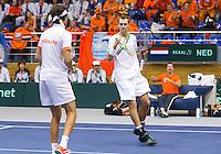 05-03-11, Tennis, Oekraine, Kharkov, Daviscup, Oekraine - Netherlands, Thiemo de Bakker/Robin Haase  met op de achtergrond captain Jan Siemerink vieren het winnen van de derd set