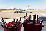 Australien, Queensland, Hervey Bay, reisen, Flugplatz, Flugzeug, Regenschirme, 10/2014<br />engl.: Australia, Queensland, Hervey Bay, travel, umbrellas, airport, 10/2014