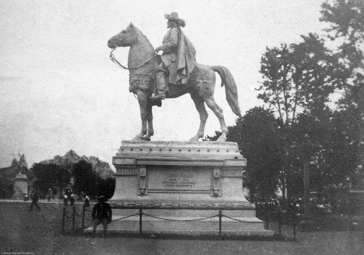 St Louis MA: View of one of the many statues at the world's fair.  Cannot make out the name but my guess would be Hernando Cortez, the Spanish explorer who conquered the Aztecs in Mexico.