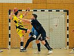 Deutschland - Sport<br /> Handball - Aufstiegsrunde zur 2. Bundesliga<br /> TuS Dansenberg (dan) - HSG Krefeld Niederrhein (kref) 24:21<br /> Marijan BASIC (Krefeld), li - Sebastian BOESING (TuS Dansenberg)<br /> <br /> Foto © PIX-Sportfotos *** Foto ist honorarpflichtig! *** Auf Anfrage in hoeherer Qualitaet/Aufloesung. Belegexemplar erbeten. Veroeffentlichung ausschliesslich fuer journalistisch-publizistische Zwecke. For editorial use only.