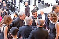 elsa zylberstein claude lelouche david lisnard thierry fremaux pierre lescure et nathalie kosciusko morizet en haut des marches avant le film le bon gros geant de steven spileberg projete en avant premiere lors du soixante neuvieme festival du film a cannes le samedi 14 mai 2016