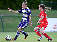 20160520 - TUBIZE , BELGIUM : Anderlecht's Laura Deloose (left) pictured with Standard's Davinia Vanmechelen (right) during a soccer match between the women teams of RSC Anderlecht and Standard Femina de Liege , during the sixth and last matchday in the SUPERLEAGUE Playoff 1 , Friday 20 May 2016 . PHOTO SPORTPIX.BE / DAVID CATRY