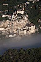 Europe/Europe/France/Midi-Pyrénées/46/Lot/Rocamadour:  - Vue aérienne de la cité religieuse et ses sanctuaires dominée par son château dans le Canyon de l'Alzou