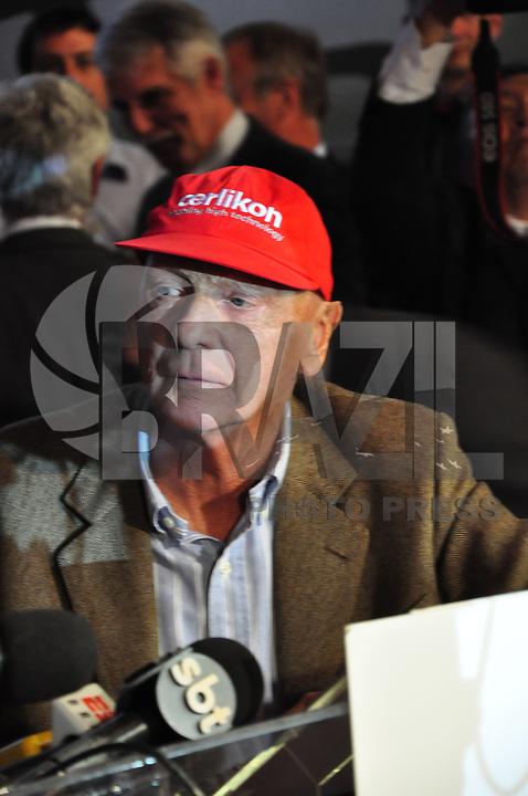*** ATENCÃO EDITOR - FOTO ARQUIVO 14.05.2009 **** MORTE-NIKI LAUDA - Morre aos 70 anos o tricampeão mundial de Fórmula 1 Niki Lauda - Ex-piloto vinha ocupando a presidência não executiva da equipe Mercedes; austríaco, que passou por um transplante de pulmão, não resistiu a complicações no estado de saúde. Foto durante evento da Embraer sede da empresa em São José dos Campos. (Foto: Jose Jose/ Brazil Photo Press).
