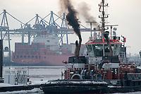 GERMANY Hamburg, container vessel in harbour at river Elbe / DEUTSCHLAND Hamburg, Containerschiff Hamburg Sued am Container terminal Burchardkai der HHLA, Schlepper mit rauchendem Schornstein
