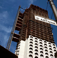 Construction du Chateau Champlain<br /> a Montreal en 1965