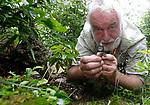 Foto: VidiPhoto<br /> <br /> WAGENINGEN – De markante ecoloog en mossendeskundige Klaas van Dort uit Wageningen bestudeert de kwaliteit van mossen. Mossen vormen volgens hem het boek van de natuur waaraan alles af te lezen is. Wie mos bestudeert weet ook hoe het met het milieu gesteld is.