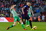 Arturo Vidal of FC Barcelona (R) is tackled by Giovani Lo Celso of Real Betis during the La Liga 2018-19 match between FC Barcelona and Real Betis at Camp Nou, on November 11 2018 in Barcelona, Spain. Photo by Vicens Gimenez / Power Sport Images