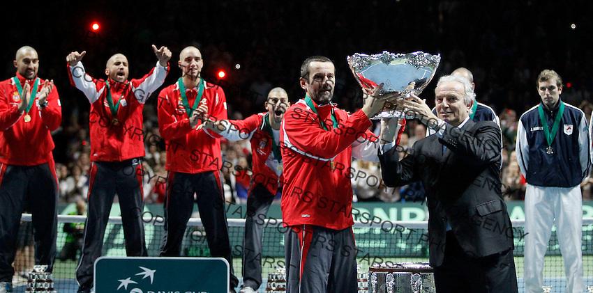 Serbia's team captain Bogdan Obradovic receive trophy from ITF President Francesko Ricci Biti, Serbia won Davis Cup finals against France in Belgrade, Serbia, Sunday, Dec. 5, 2010..(Srdjan Stevanovic/Starsportphoto ©)