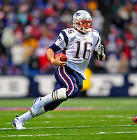28 December 2008: New England Patriots' quarterback Matt Cassel scrambles for six yards and a first down on a keeper play in the third quarter against the Buffalo Bills at Ralph Wilson Stadium in Orchard Park, NY. The Patriots kept their playoff hopes alive defeating the Bills 13-0 in their 16th win against Buffalo of their past 17 meetings. ***** Editorial Use Only ******..Mandatory Photo Credit: Ed Wolfstein Photo
