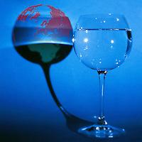 Immagine simbolica.Referendum sull' acqua 12 e 13 giugno. Acqua bene comune.Privatizzazione...