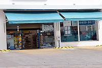 No primeiro dia em vigor das restrições no protocolo de segurança na bandeira preta, farmácias, supermercados e postos de gasolinas são algumas atividades consideradas essenciais, em Porto Alegre, neste sábado (27).