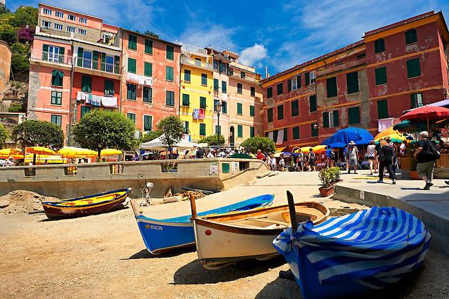 Photo of the fishing port of Manarola, Cinque Terre National Park, Liguria, Italy