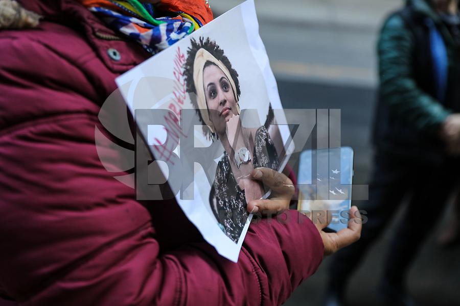 NOVA YORK, EUA, 22.03.2018 - PROTESTO-EUA - Manifestantes realizam ato em frente ao Consulado do Brasil em Nova York em apoio a vereadora Marielli Franco nesta quinta-feira, 22. (Foto: Vanessa Carvalho/Brazil Photo Press)