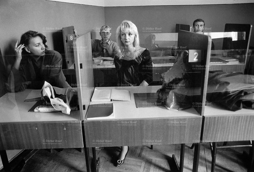 Russia. Krasnodar Krai Region. Krasnodar.  University. Students during a french class. Krasnodar Krai in Southern Russia. 25.09.1993 © 1993 Didier Ruef