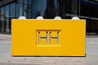 Nederland  Amsterdam 2020. Betonblok met HH logo.  Foto Berlinda van Dam / Hollandse Hoogte