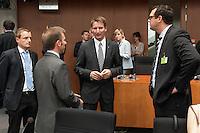 Zweiter Sitzungstag des 1. NSA-Untersuchungsausschuss am Donnerstag den 5. Juni 2014.<br /> Im Bild: Prof. Dr. Patrick Sensberg, Vorsitzender des Untersuchungsausschuss (2.v.r.) spricht vor der Ausschusssitzung mit Prof. Dr. Ian Brown (2.v.l.) und Prof. Russel A. Miller (rechts), die als Experten vor den Ausschuss eingeladen worden sind.<br /> 5.6.2014, Berlin<br /> Copyright: Christian-Ditsch.de<br /> [Inhaltsveraendernde Manipulation des Fotos nur nach ausdruecklicher Genehmigung des Fotografen. Vereinbarungen ueber Abtretung von Persoenlichkeitsrechten/Model Release der abgebildeten Person/Personen liegen nicht vor. NO MODEL RELEASE! Don't publish without copyright Christian-Ditsch.de, Veroeffentlichung nur mit Fotografennennung, sowie gegen Honorar, MwSt. und Beleg. Konto:, I N G - D i B a, IBAN DE58500105175400192269, BIC INGDDEFFXXX, Kontakt: post@christian-ditsch.de]
