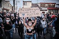 BOGOTA - COLOMBIA, 10-09-2020: Cientos de jóvenes salieron a las calles de Bogota durante el segundo día de protestas causadas por el asesinato del abogado Javier Ordoñez, abogado de 46 años, a manos de efectivos de la Policía de Bogotá el pasado miércoles 09 de septiembre de 2020 en el barrio Villa Luz al noroccidente de Bogotá (Colombia). En lo que va corrido del 2020 la alcaldía de Bogotá ha recibido 137 denuncias  de abuso policial de las cuales la Policía acusa recibido de 38.  / Hundreds of young people go to the streets in Bogota during the second day of protests caused by the murder of lawyer Javier Ordoñez, a 46-year-old lawyer, at the hands of members of the Bogotá Police on Wednesday, September 9, 2020 in Villa Luz neighborhood in the northwest of Bogotá (Colombia). So far in 2020 the Bogotá mayor's office has received 137 complaints of police abuse of which the Police accuse they have received 38. Photo: VizzorImage / Alejandro Avendaño / Cont