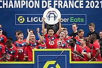 Joie des joueurs du LOSC brandissant le trophee Hexagoal du vainqueur du championnat de France de Ligue 1 saison 2020 / 2021<br /> Luiz Araujo (Losc) <br /> 24/05/2021<br /> Celebration of LOSC Lille champions of France <br /> Calcio Ligue 1 2020/2021<br /> Foto JB Autissier/Panoramic/insidefoto <br /> ITALY ONLY