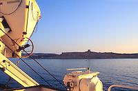 - the coast of Gozo island seen from the ferry....- la costa dell'isola di Gozo vista dal traghetto
