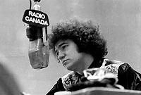 Robert Charlebois en entrevue a Radio-Canada entre 1967 et 1970.<br /> <br /> PHOTO : Alain Renaud - Agence Quebec Presse <br /> <br /> <br /> <br /> <br /> PHOTO :   Agence Quebec Presse