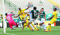 CALI - COLOMBIA -20-02-2016: John Lozano (Der.) jugador de Deportivo Cali disputa el balón con Cristian Vargas (Izq.) portero de Atletico Huila, durante partido entre Deportivo Cali y Atletico Huila, por la fecha 5 de la Liga Aguila I-2016, jugado en el estadio Deportivo Cali (Palmaseca)  de la ciudad de Cali.  / John Lozano (R) player of Deportivo Cali vies for the ball with Cristian Vargas (L) goalkeeper of Atletico Huila, during a match between Deportivo Cali y Atletico Huila, for the date 5 of the Liga AguilaI-2016 at the Deportivo Cali (Palmaseca) stadium in Cali city. Photo: VizzorImage  / NR / Cont