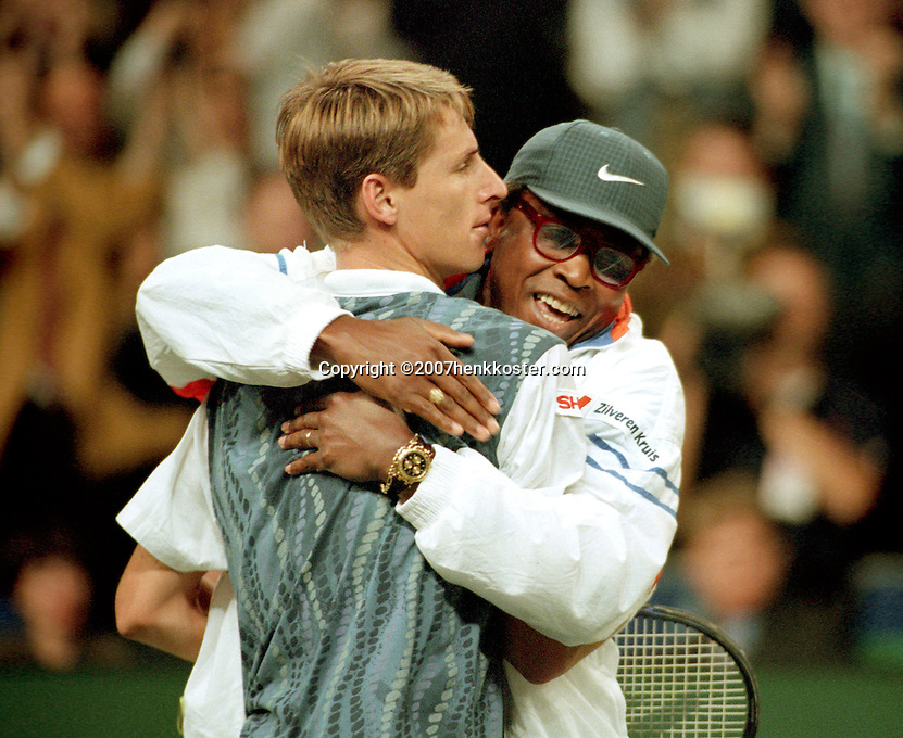 1995,Daviscup NL-Germany, Haarhuis defeats Becker and is jubilated by captain Stan Franker